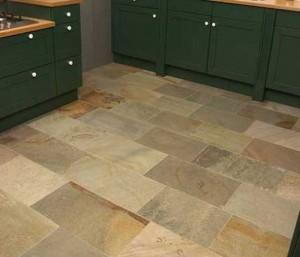 Foto van een keuken met Kwartsiet vloer